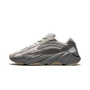 "Yeezy Boost 700 V2 ""Tephra"" Fake"